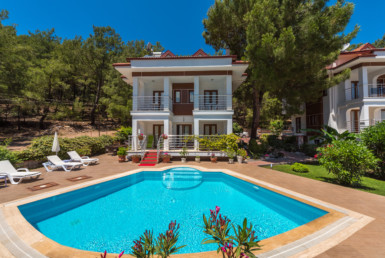 4 bedroom triplex villa