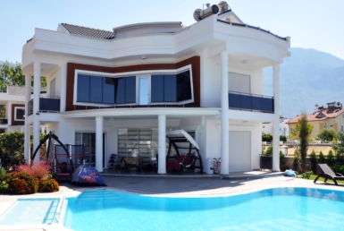 exclusive 4 bedroom villa