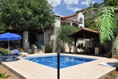 3 bedroom stone build villa