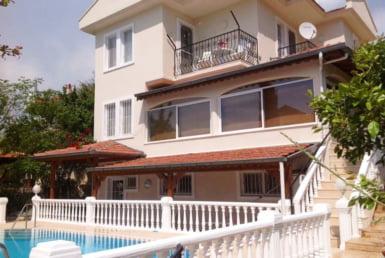 triplex villa in Ovacik