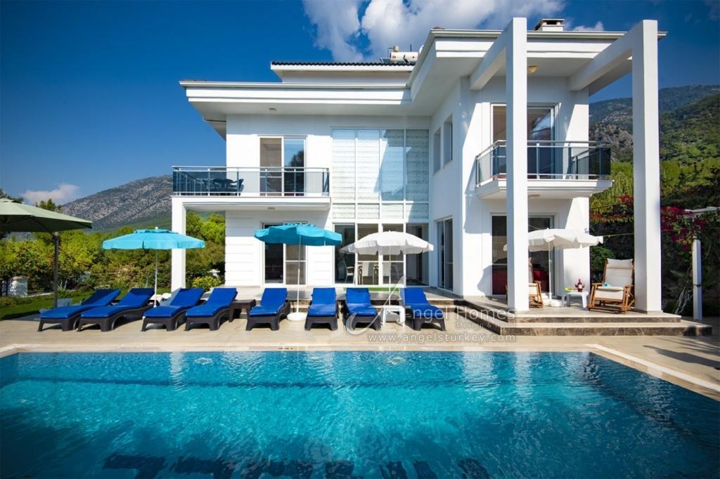 unique villa for rent